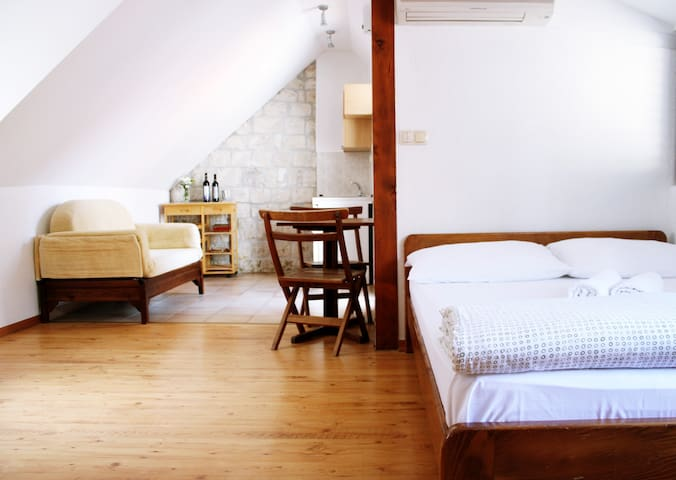Old town apartment-free parking - Trogir - Haus