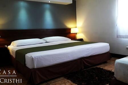 Suite King Size bed+ cama adic. San Cristóbal