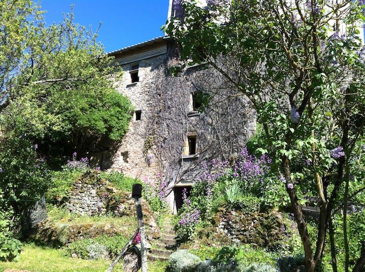 Le Petit Fort Fleuri in Bellac