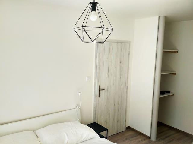 Nový romantický Apartmán Sládkovič 2 centrum mesta
