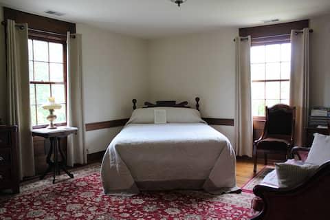 Private historic 4-room suite, porch & river views