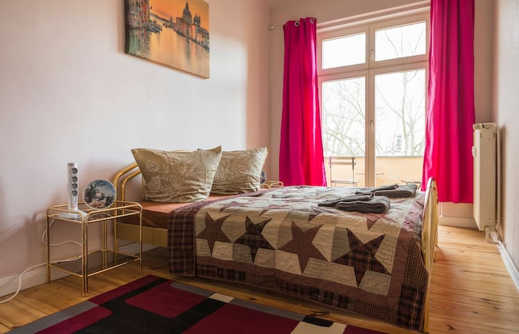 9 m2 room for low budget guests (bedlinen, WLAN)