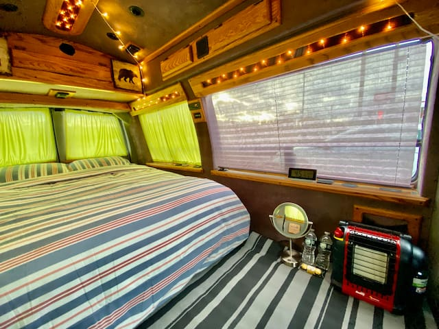 Super Cozy Camper Van In Manhattan! NYC!#Vanlife