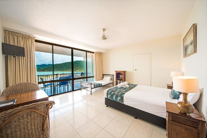 3 person Studio aprt- amazing views close to town - Airlie Beach - Appartement