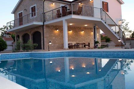Relax&Enjoy in Villa Piscina**** - Gornje Selo - Villa