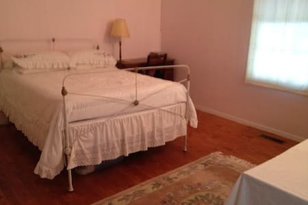 Short term S'ville Cottage Suite - Summerville - Casa