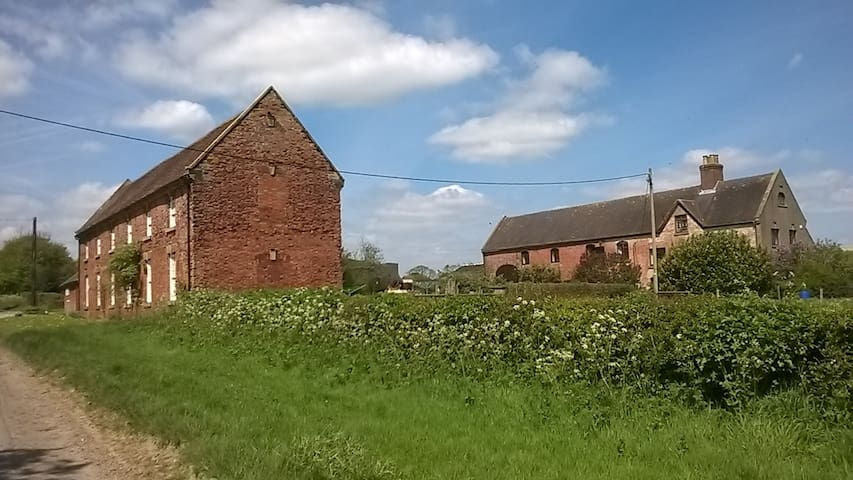 Primrose cottage at Yeldersley Old Hall Farm - Derbyshire