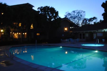 Pool/Spa/Bikes Quiet Condo near Bch - Huntington Beach