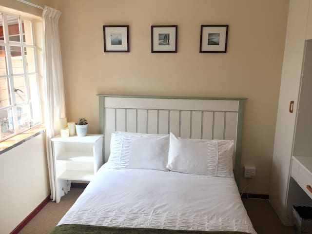 Quiet cosy room close to all that SW has 2offer
