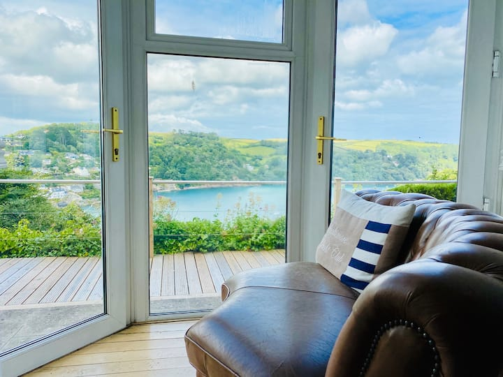 Unique 3BR Home with Hot Tub & The Best Views In Dartmouth!!