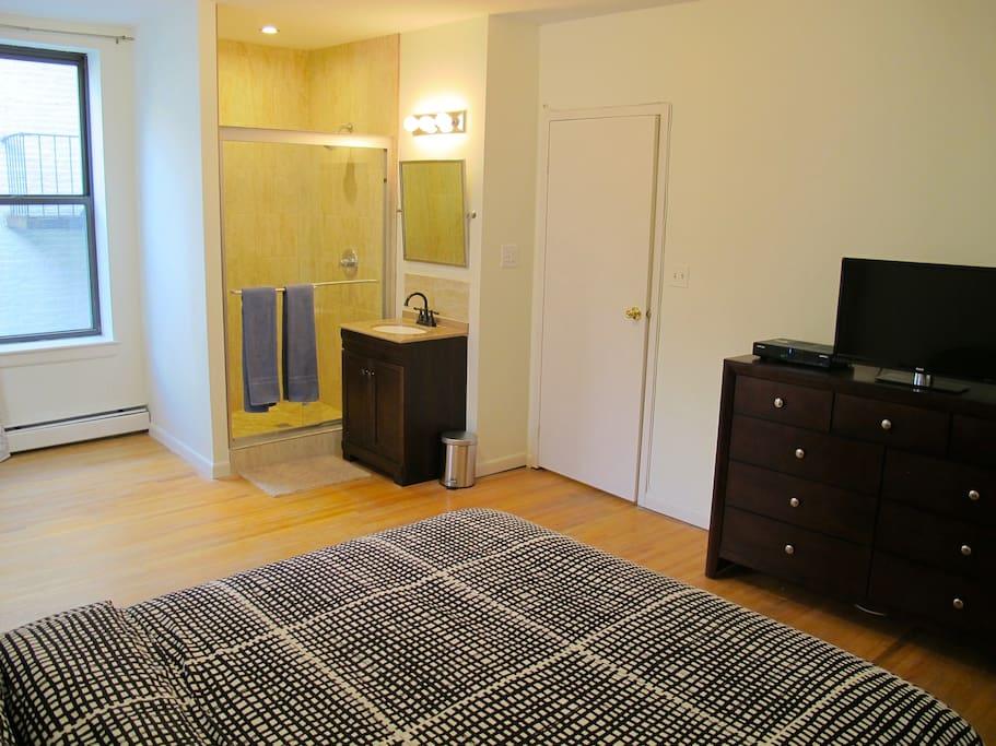 Bedroom 1 - Bathroom with shower