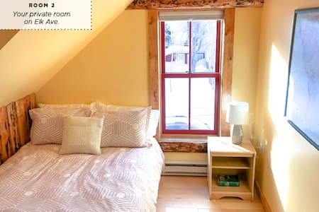 Historic home on Elk Ave (downtown CB)  |  Room 2