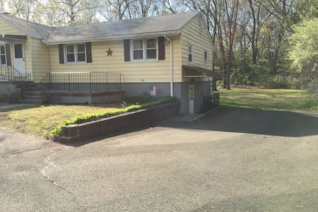 Quiet one bedroom apartment in great neighborhood - North Haven - Leilighet