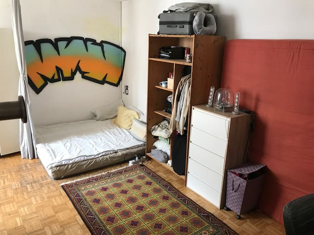 Spacious walk-through room in Moabit