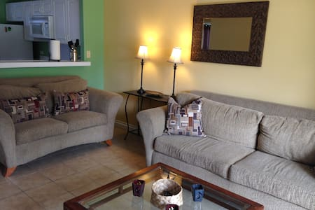 NICE, CLEAN WELL-FURNISHED 3 BEDROOM/2BATH CONDO-- 109.00/nt--minimum stay 15 days  -2 QUEENS --2 TWINS --GROUND FLOOR LEVEL --GOOD PARKING --2 POOLS --FULLY TURNKEY, WASHER/DRYER IN UNIT --NEAR KONA TOWN AND OTHER AMENITIES