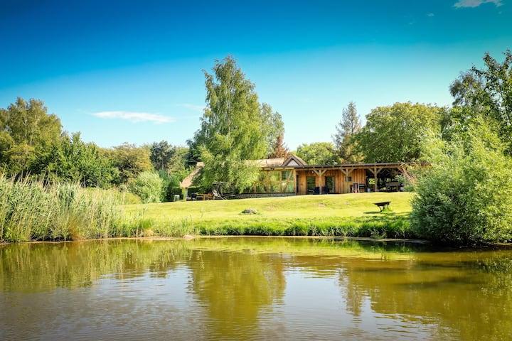 Fachwerkloft am Bodden mit Garten und Teich
