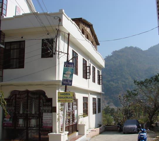Hotel Vyas & Nirvana Yoga