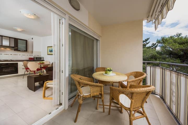 Beautiful Sunny Apartment in Bol