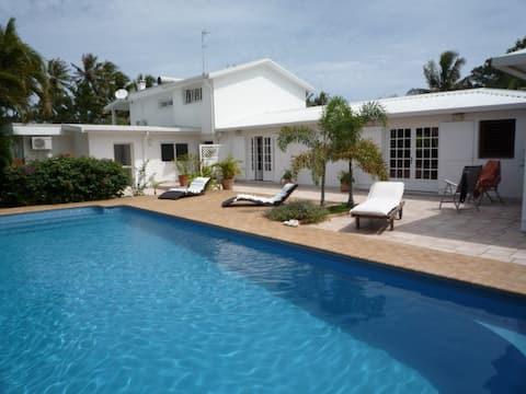 """Villa luxe """"pieds dans l'eau"""""""