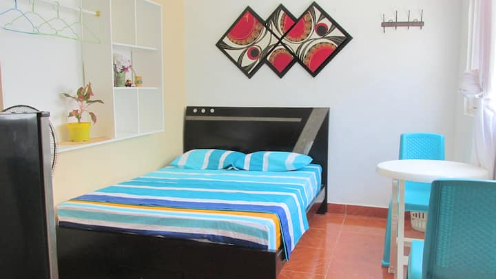Studio doble privado AC, TV, Wifi,|8min aeropuerto