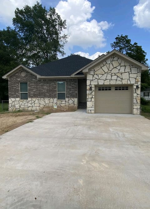 Entire Newly Built Spacious Home Very Cozy!!