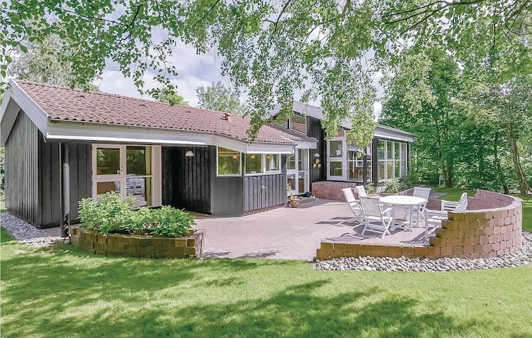 Holiday cottage with 4 bedrooms on 130m² in Gilleleje
