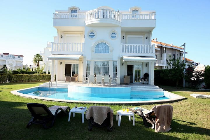 Luxury private pool Villa for rent!
