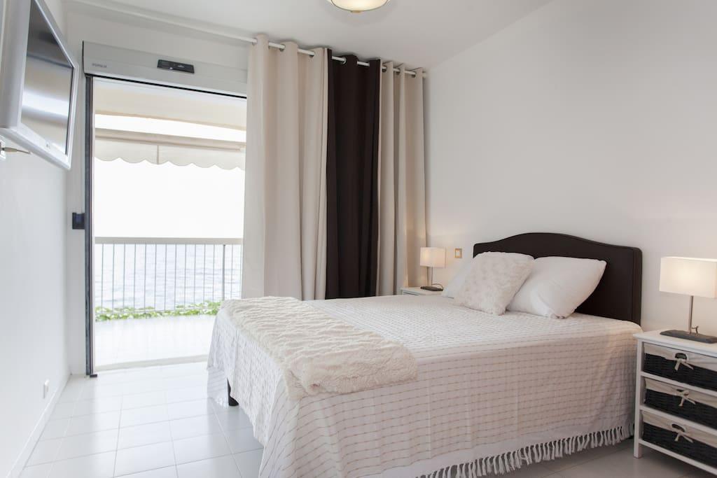 Chambre 1 avec un lit double (140)