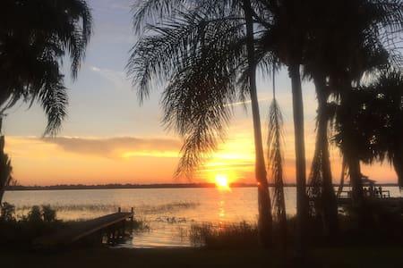 Sunny 2BR 2BA Villa  in Lake Marion Golf Resort - Poinciana - Apartment