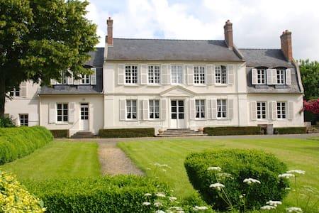 Demeure de charme à 1h de Paris - Monchy-Humières - House