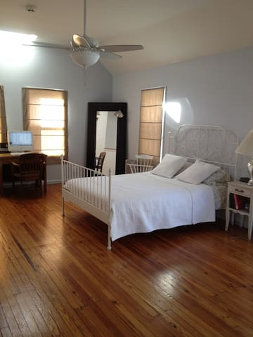 2 Bed/ 2 Bath Duplex by the Beach - Asbury Park - House