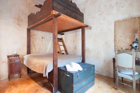 """Stanza del """"Tuorlo"""" di Casa Faranda - Castroreale - Haus"""