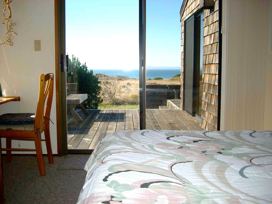 Casa Pacis -- Master bedroom (CA king bed) with ocean views