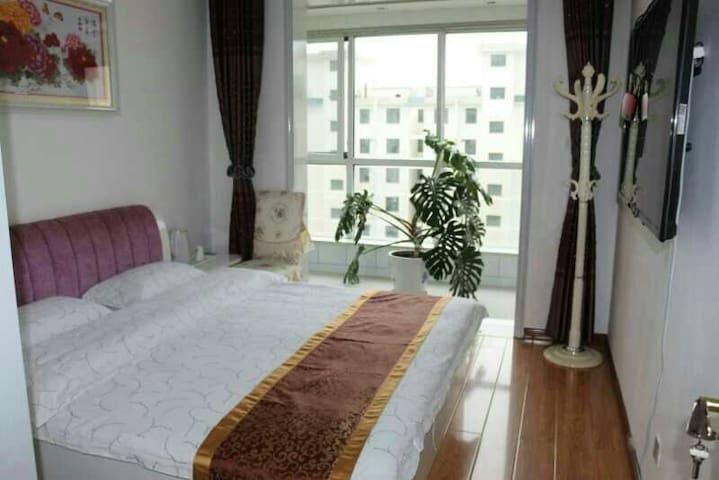西宁曹家堡飞机场附近+丽思家庭宾馆+标准大床房 ¥108