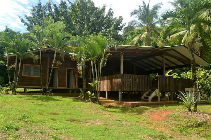 A cozy Tico style house nestled in the rainforest - Puntarenas - Pension