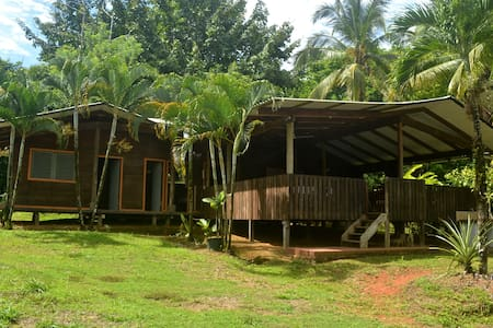 A cozy Tico style house nestled in the rainforest - Puntarenas - Gästehaus