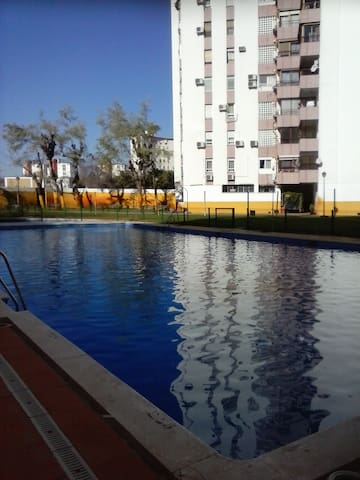 Private room to rent with pool - Sevilla - Lejlighed