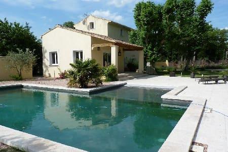 Bastide 5-6 p. 3 chambres+piscine près AVIGNON - Carpentras - 단독주택