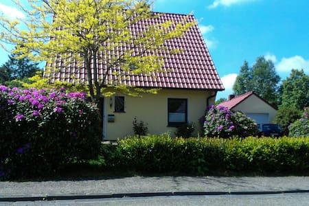 Zimmer in Rasteder Einfamilienhaus - Huis