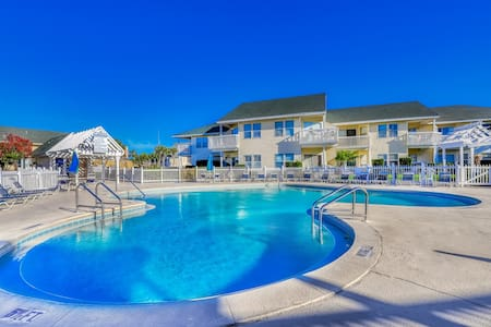 Gorgeous dog-friendly home with shared pool/hot tub and beach access