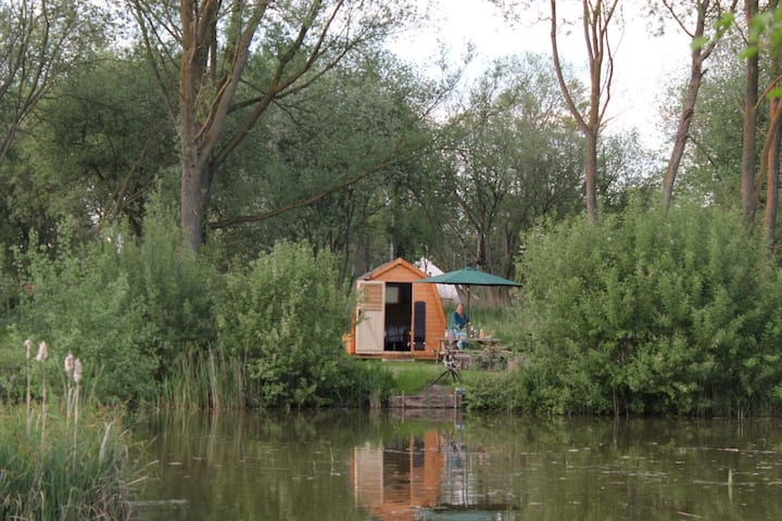 Cabins with exclusive  lake access  - carp fishing