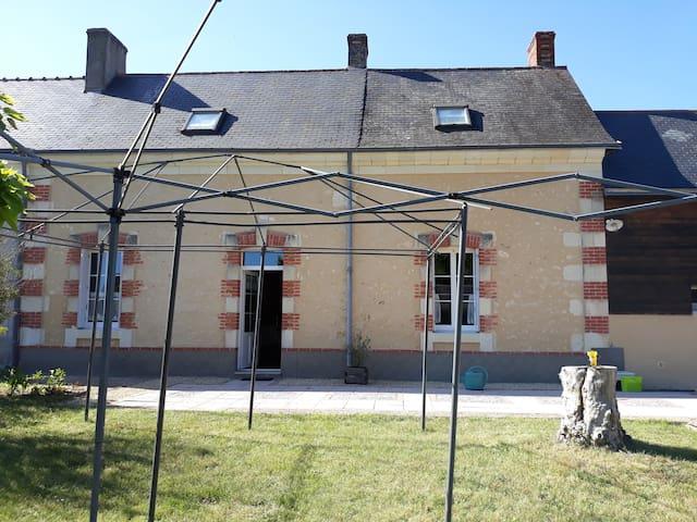 Breil Noyant - Chambre dans maison à la campagne