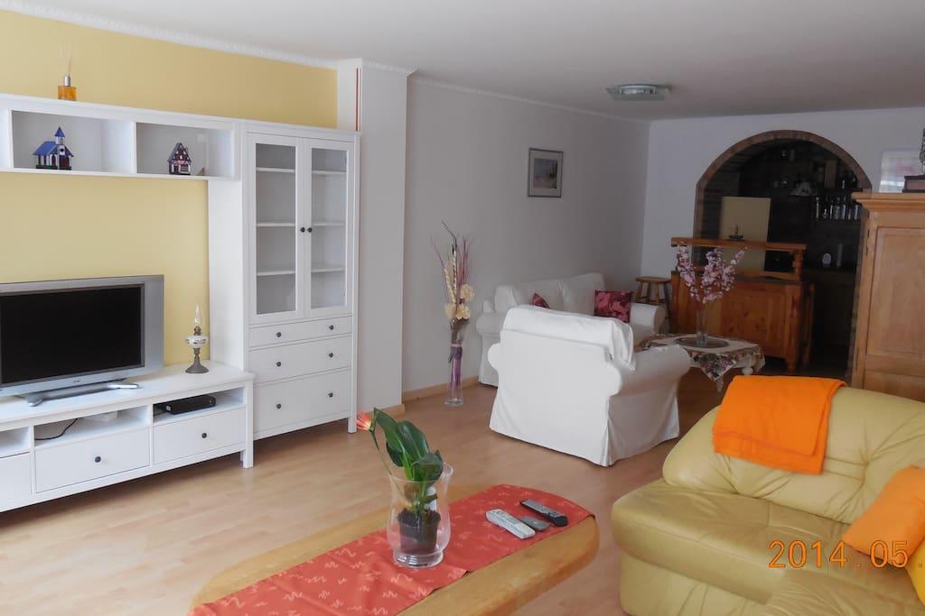 Wohnzimmer TV in 40 verschiedenen Sprachen