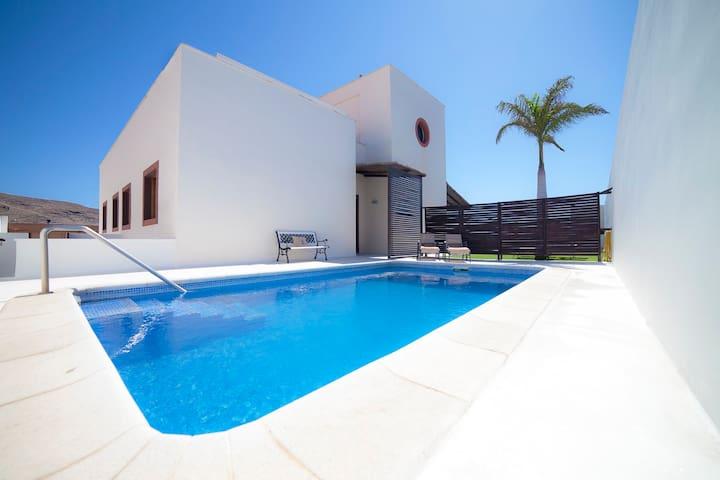Villa 1 con piscina frente al mar - Arenas del Mar - Villa