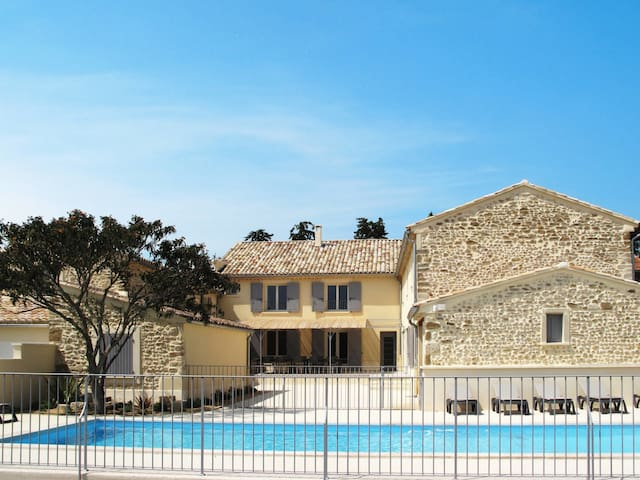 Holiday house for 12 persons in Visan
