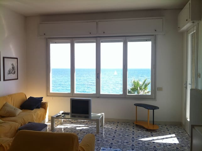 Nice apartment in Sanremo_sea view - Sanremo - House