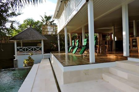 Villa Abian Saba (chambre 4)(Le jardin de Bali) - Blahbatuh - Bed & Breakfast