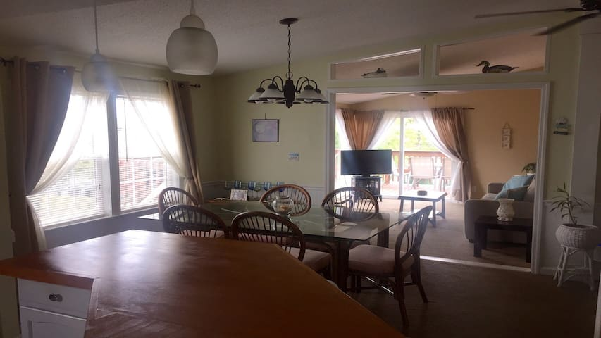 Newly renovated home with Lake View - Surfside Beach - House