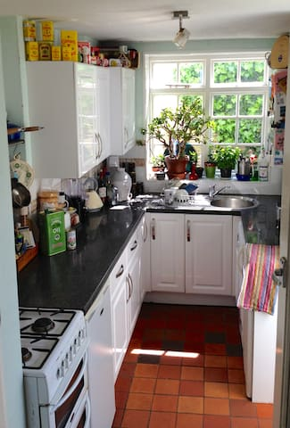 Clean galley kitchen.  Tea and coffee and use of juicer and cooker if required. Please advise if you will be cooking