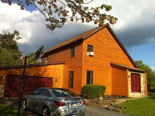Cozy saltbox in quiet Boalsburg, State College, PA - Boalsburg - บ้าน